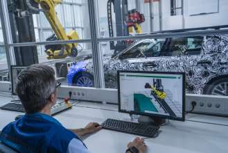 P90228106-fully-automated-optical-measuring-cell-in-bmw-group-pilot-plant-in-munich-07-2016-329px
